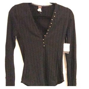 Long sleeve cotton free people shirt with button.